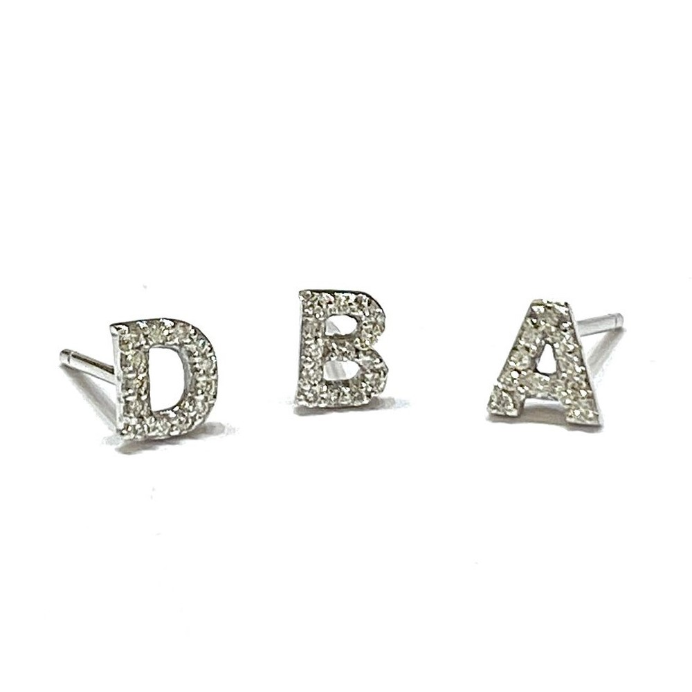 Brinco de Letra Ouro Branco e Diamantes. 1 Letra. (BR 359)